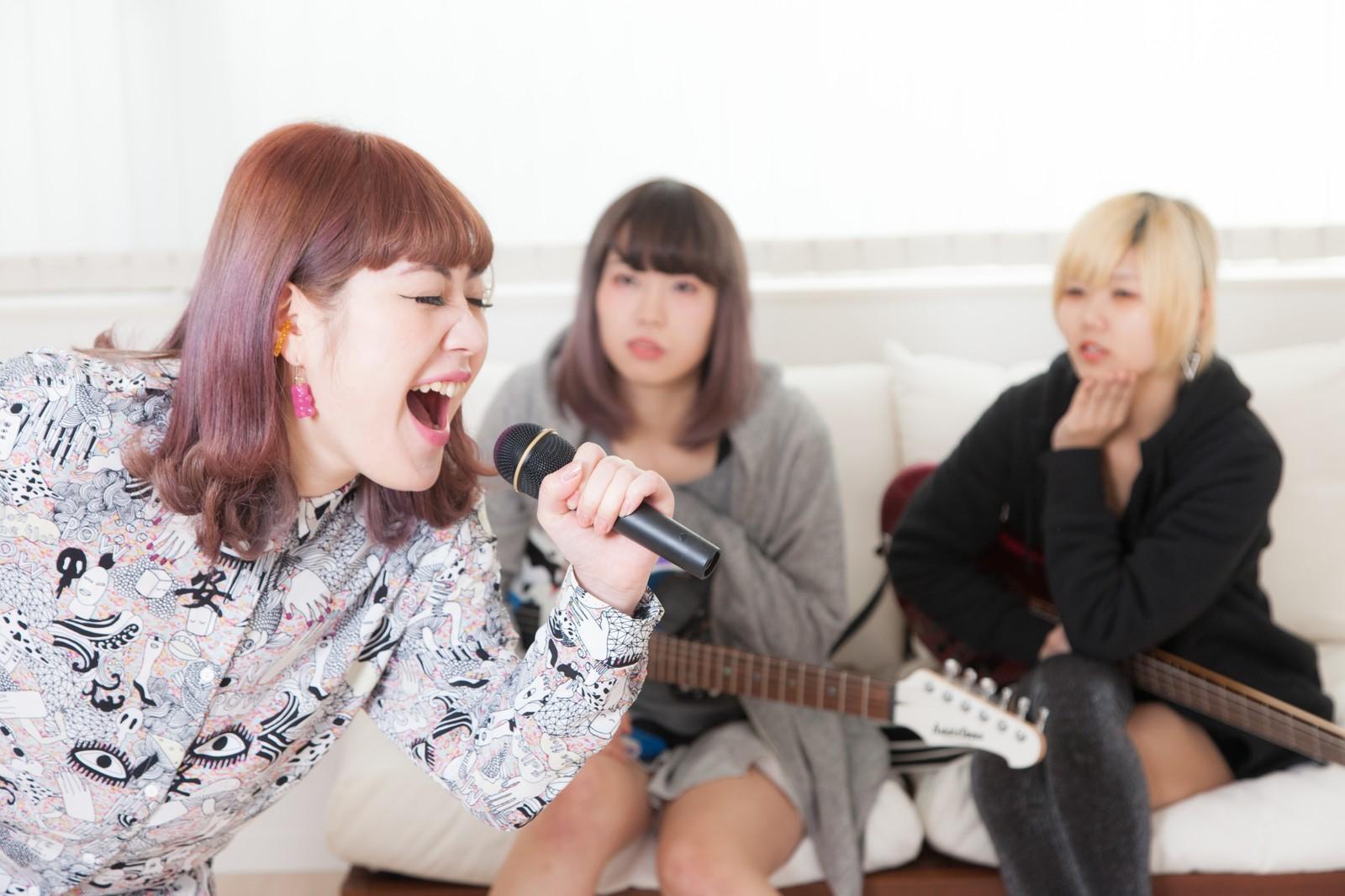 要注意!カラオケで引かれる選曲パターン・トップ3